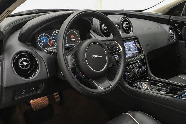 2019 Jaguar XJ R-Sport