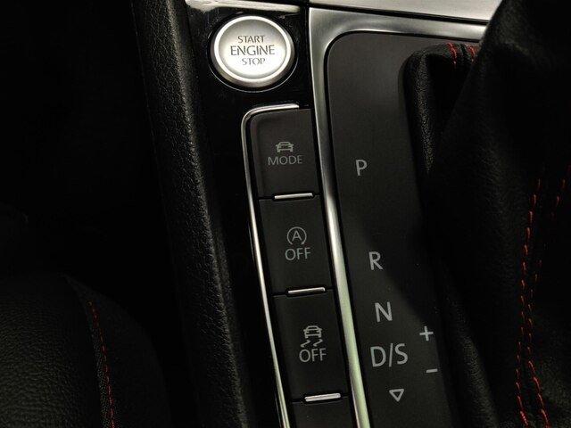 2018 Volkswagen Golf GTI SE w/ Leather & Sunroof