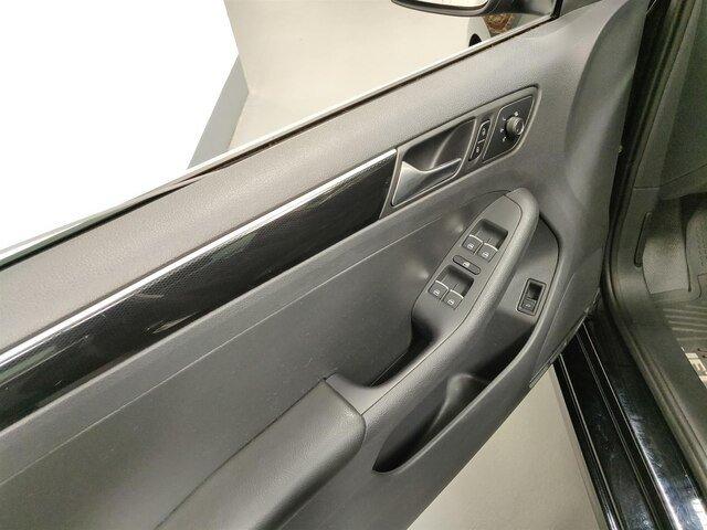 2017 Volkswagen Jetta 1.8T SEL w/ Sunroof & Navi